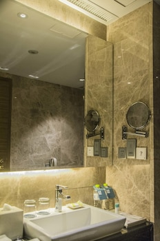 Four Points by Sheraton Qingdao Chengyang - Bathroom Sink  - #0