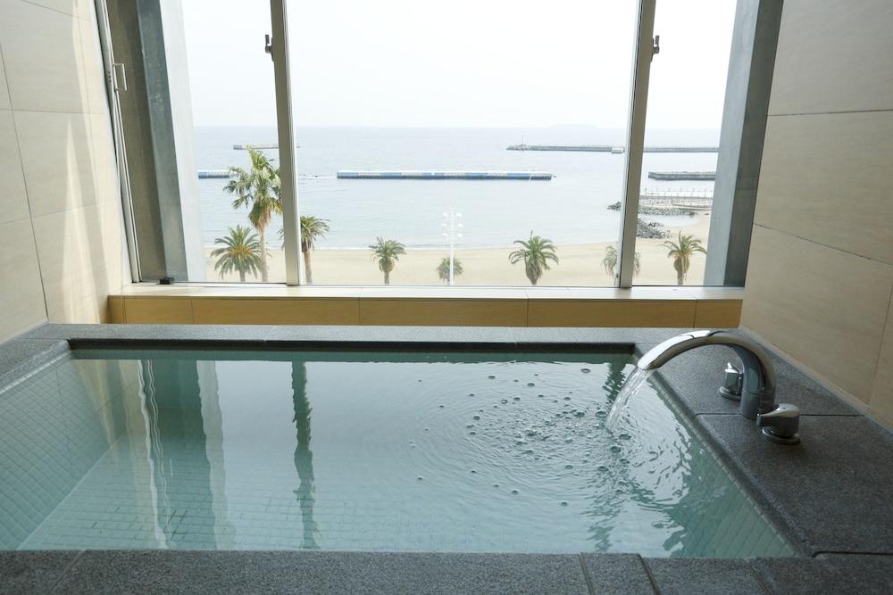 호텔 미쿠라스(Hotel Micuras) Hotel Image 37 - Bathroom