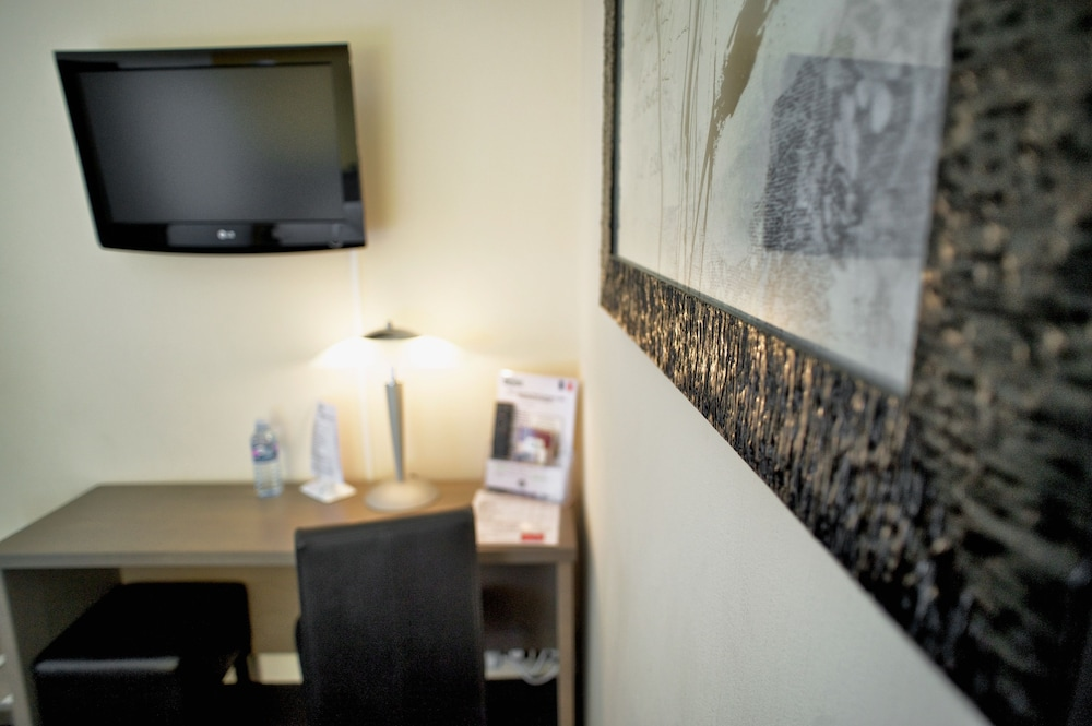 브릿 호텔 르 수쿠프(Brit Hotel Le Surcouf) Hotel Image 23 - In-Room Business Center
