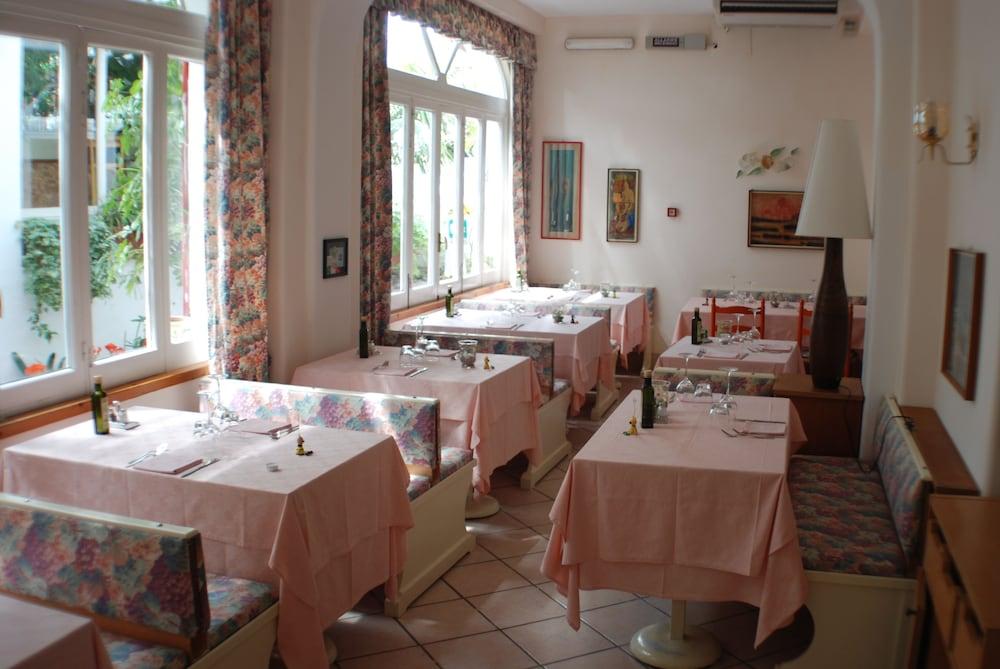 호텔 라 팔마(Hotel La Palma) Hotel Image 22 - Restaurant