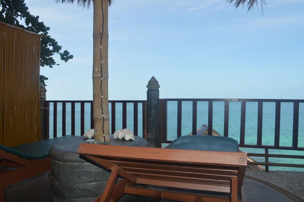 코 타오 뱀부 헛츠(Koh Tao Bamboo Huts) Hotel Image 53 - Terrace/Patio