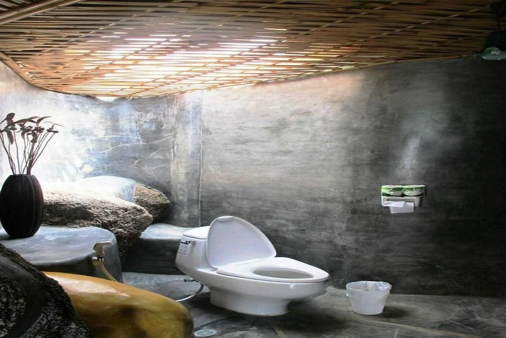 코 타오 뱀부 헛츠(Koh Tao Bamboo Huts) Hotel Image 64 - Bathroom