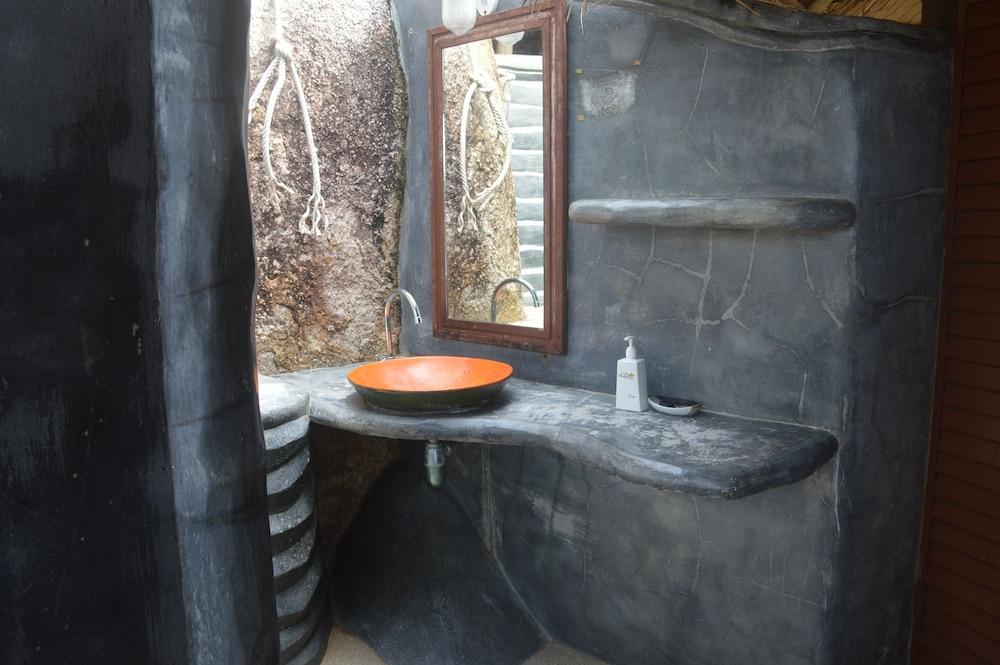 코 타오 뱀부 헛츠(Koh Tao Bamboo Huts) Hotel Image 73 - Bathroom