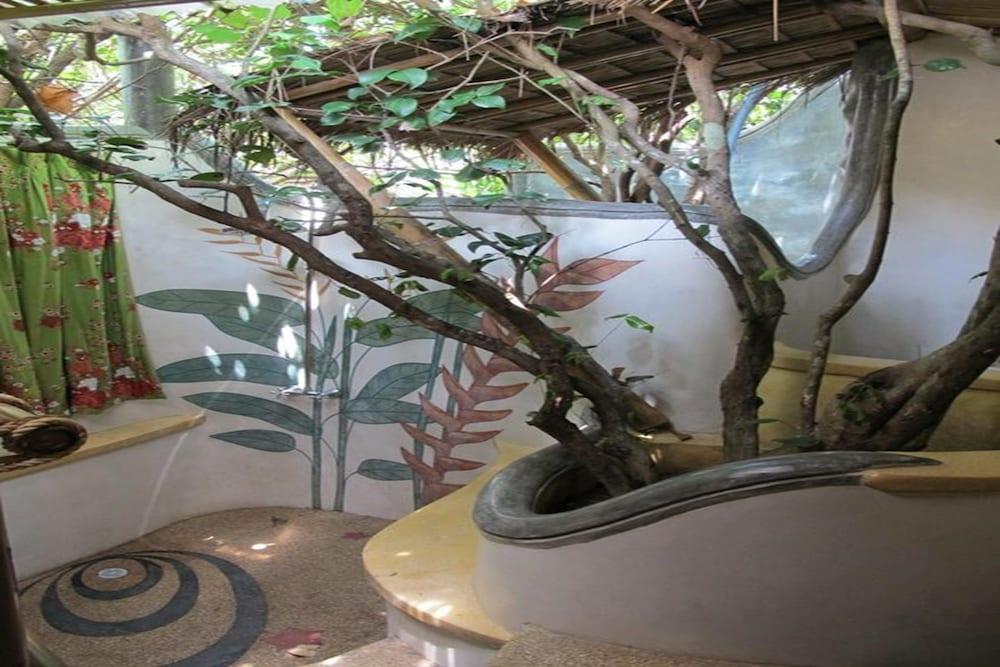 코 타오 뱀부 헛츠(Koh Tao Bamboo Huts) Hotel Image 68 - Bathroom