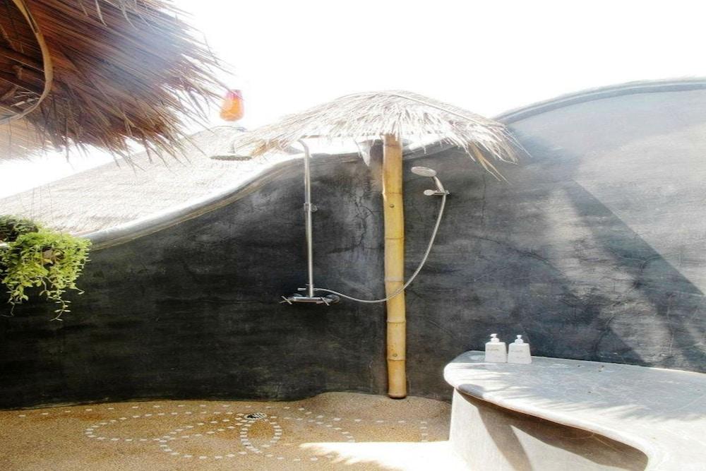코 타오 뱀부 헛츠(Koh Tao Bamboo Huts) Hotel Image 69 - Bathroom