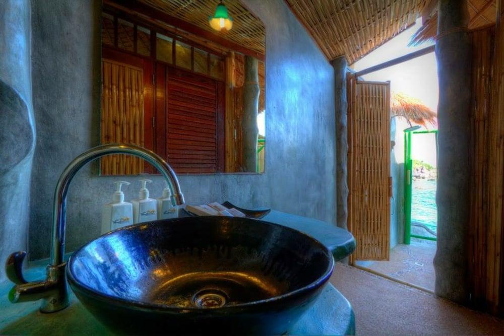 코 타오 뱀부 헛츠(Koh Tao Bamboo Huts) Hotel Image 71 - Bathroom