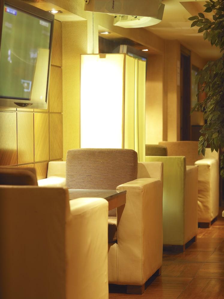 킬러니 타워 호텔 앤드 레저 센터(Killarney Towers Hotel & Leisure Centre) Hotel Image 22 - Hotel Lounge