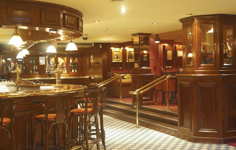 킬러니 타워 호텔 앤드 레저 센터(Killarney Towers Hotel & Leisure Centre) Hotel Image 15 - Hotel Bar