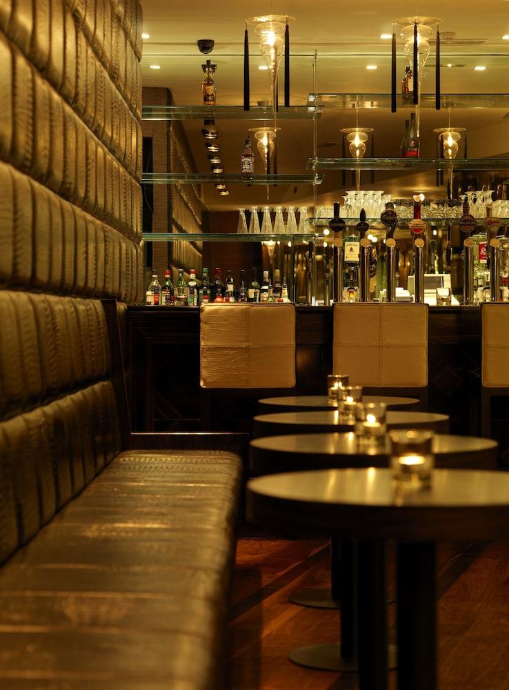 킬러니 타워 호텔 앤드 레저 센터(Killarney Towers Hotel & Leisure Centre) Hotel Image 18 - Hotel Bar