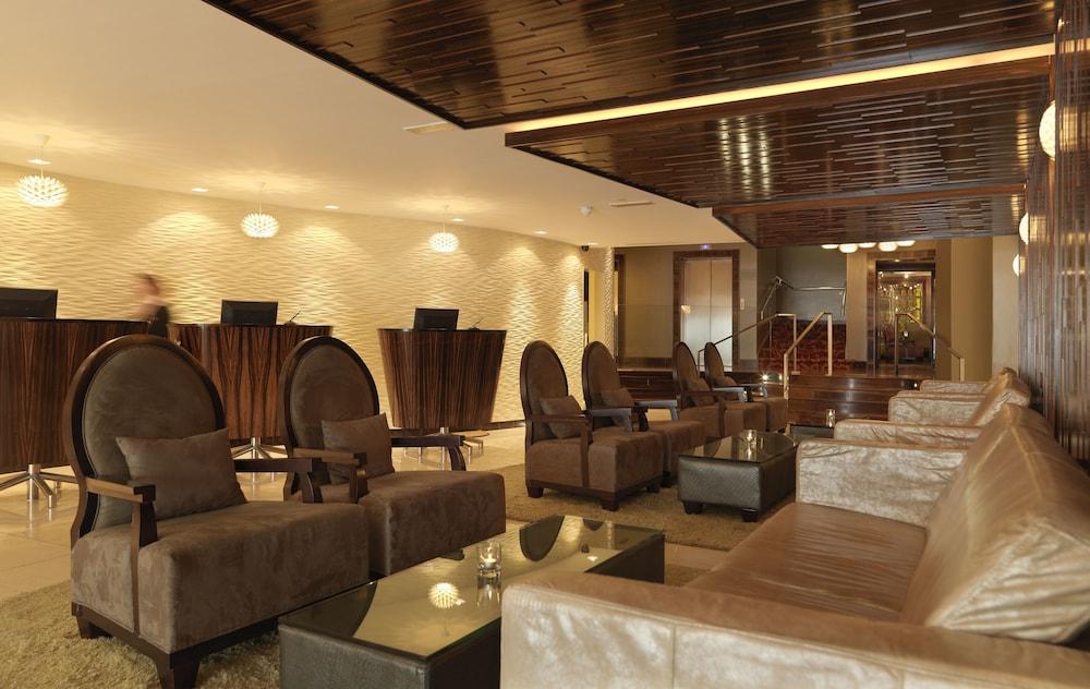 킬러니 타워 호텔 앤드 레저 센터(Killarney Towers Hotel & Leisure Centre) Hotel Image 1 - Lobby Sitting Area