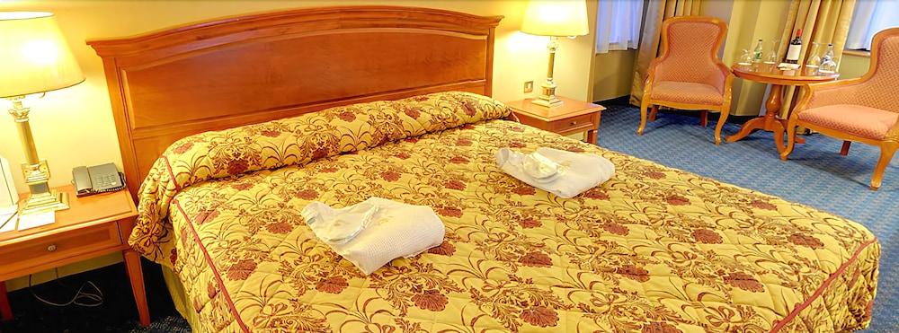 킬러니 타워 호텔 앤드 레저 센터(Killarney Towers Hotel & Leisure Centre) Hotel Image 3 - Guestroom