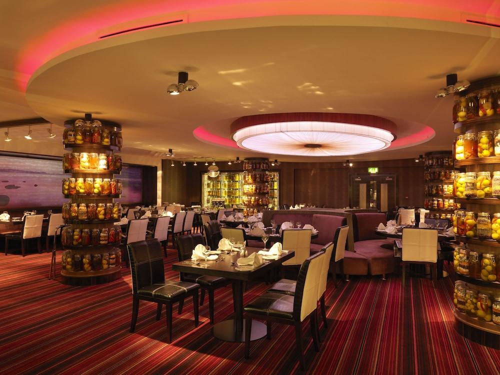 킬러니 타워 호텔 앤드 레저 센터(Killarney Towers Hotel & Leisure Centre) Hotel Image 11 - Restaurant