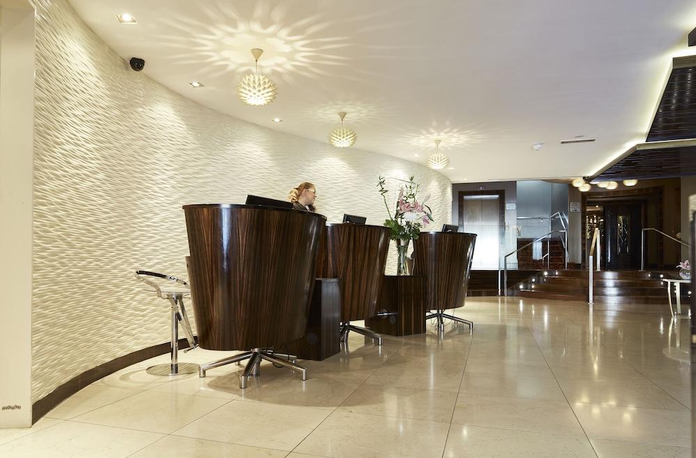 https://i.travelapi.com/hotels/5000000/4240000/4239500/4239463/dde26ed3_z.jpg