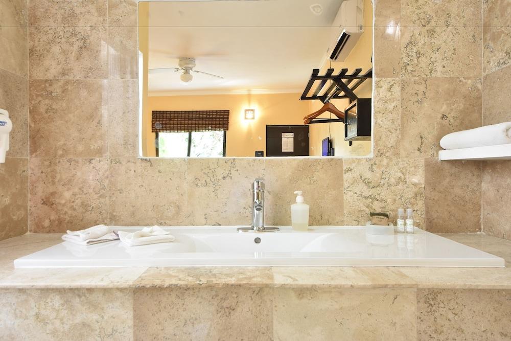 마야 브릭 호텔(Maya Bric Hotel) Hotel Image 20 - Bathroom Sink
