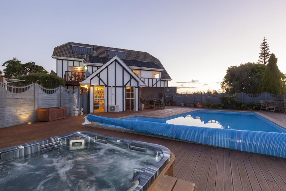 투더 매너 베드 앤드 브렉퍼스트(Tudor Manor Bed & Breakfast) Hotel Image 31 - Outdoor Spa Tub