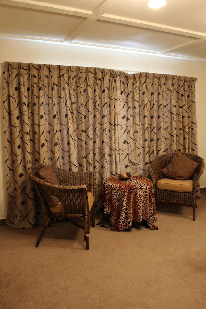 투더 매너 베드 앤드 브렉퍼스트(Tudor Manor Bed & Breakfast) Hotel Image 28 - Guestroom