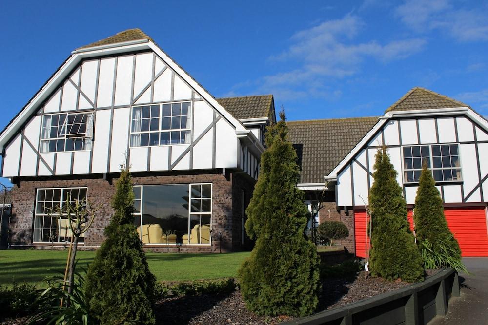 투더 매너 베드 앤드 브렉퍼스트(Tudor Manor Bed & Breakfast) Hotel Image 0 - Featured Image