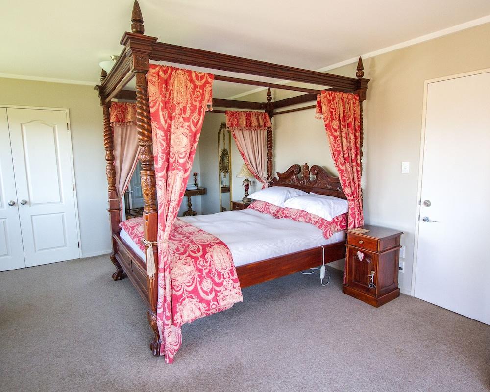 투더 매너 베드 앤드 브렉퍼스트(Tudor Manor Bed & Breakfast) Hotel Image 18 - Guestroom