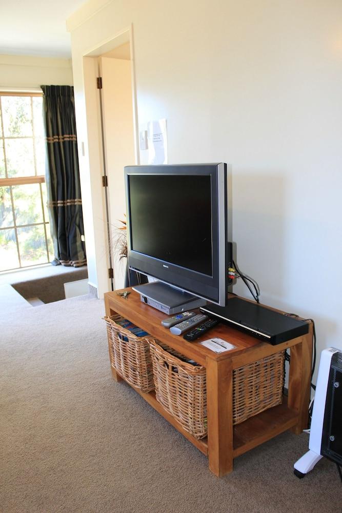 투더 매너 베드 앤드 브렉퍼스트(Tudor Manor Bed & Breakfast) Hotel Image 16 - Living Area