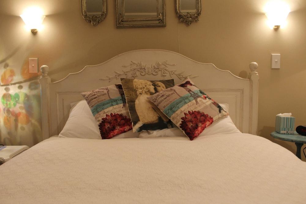 투더 매너 베드 앤드 브렉퍼스트(Tudor Manor Bed & Breakfast) Hotel Image 9 - Guestroom