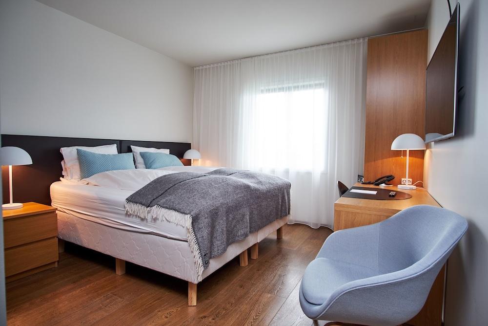 https://i.travelapi.com/hotels/5000000/4250000/4241300/4241243/fc934fd7_z.jpg