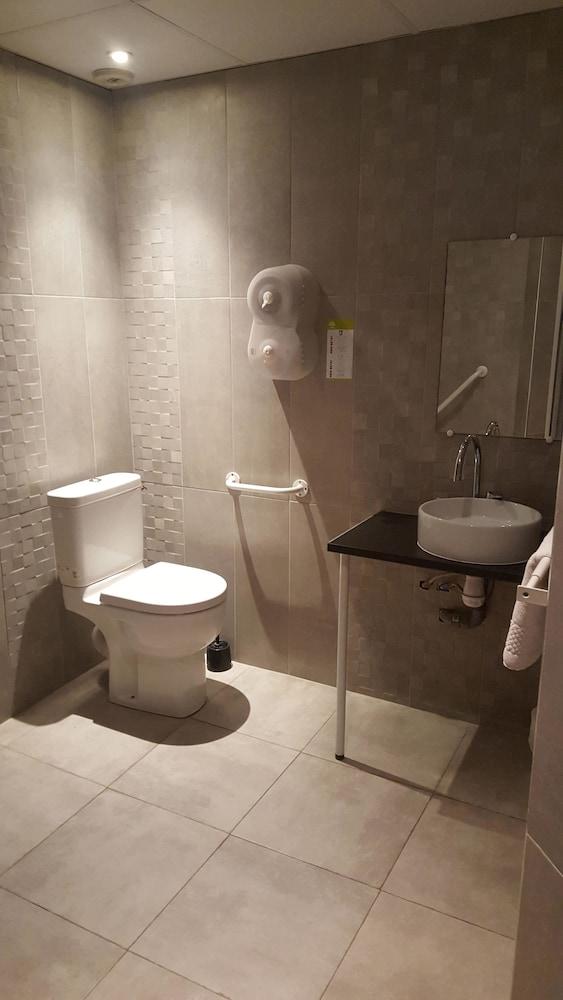 브릿 호텔 파크 아주르 툴롱(Brit Hotel Parc Azur Toulon) Hotel Image 26 - Bathroom