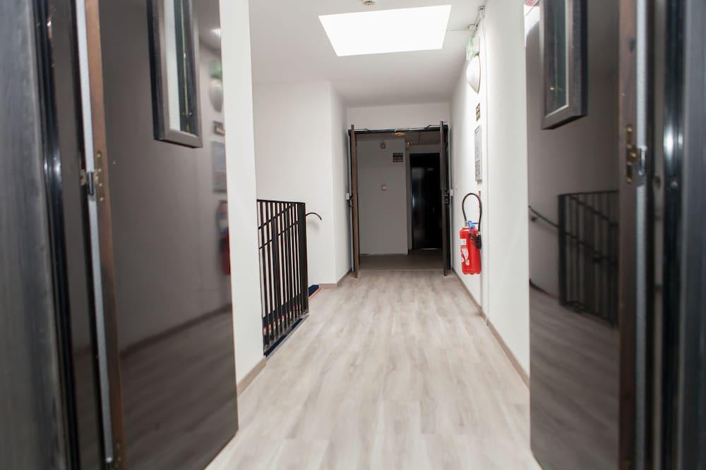브릿 호텔 파크 아주르 툴롱(Brit Hotel Parc Azur Toulon) Hotel Image 49 - Hallway