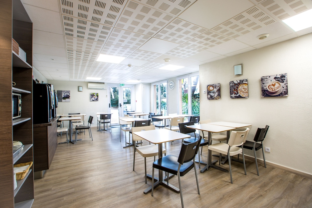 브릿 호텔 파크 아주르 툴롱(Brit Hotel Parc Azur Toulon) Hotel Image 40 - Breakfast Area