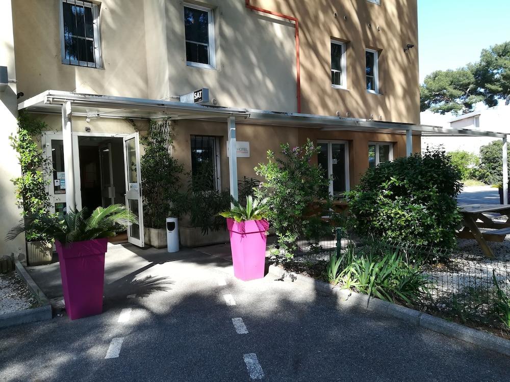 브릿 호텔 파크 아주르 툴롱(Brit Hotel Parc Azur Toulon) Hotel Image 51 - Hotel Entrance