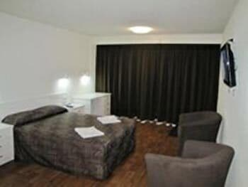 슬립웨이 호텔 모텔(Slipway Hotel Motel) Hotel Image 2 - Guestroom