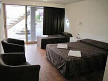 슬립웨이 호텔 모텔(Slipway Hotel Motel) Hotel Image 3 - Guestroom
