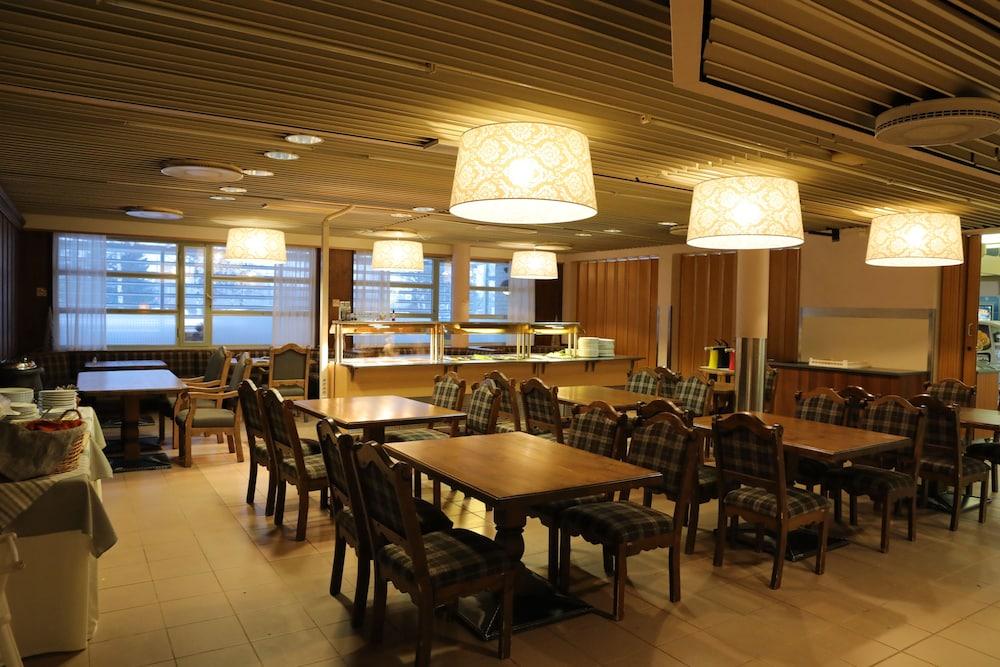 호텔리 누쿠마티(Hotelli Nukkumatti) Hotel Image 39 - Dining