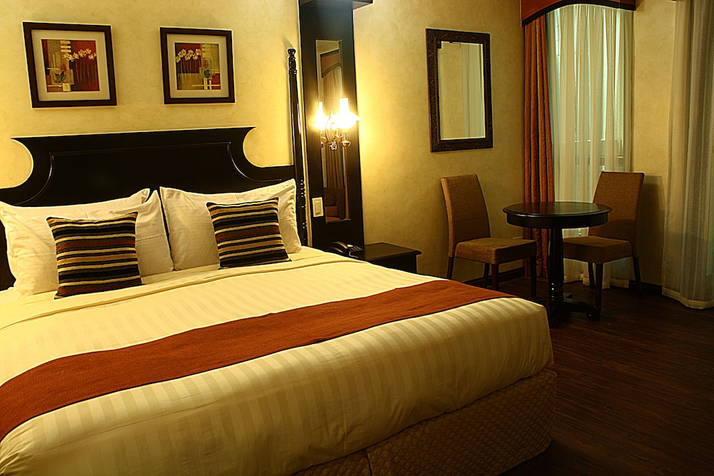 https://i.travelapi.com/hotels/5000000/4250000/4245800/4245701/08e77727_z.jpg