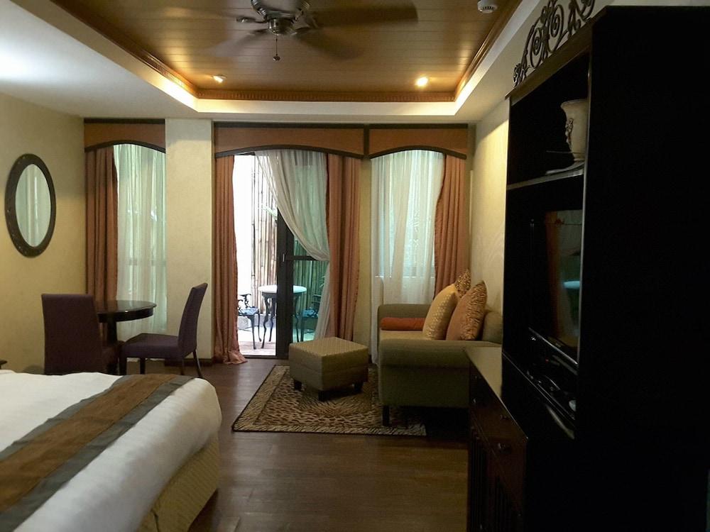 https://i.travelapi.com/hotels/5000000/4250000/4245800/4245701/2bb42035_z.jpg