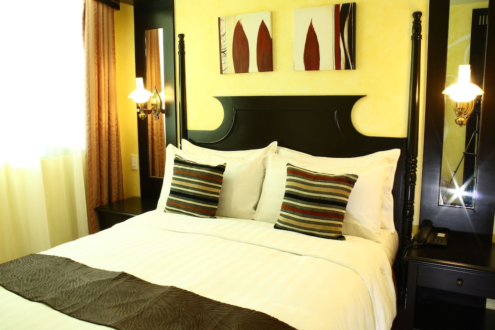 https://i.travelapi.com/hotels/5000000/4250000/4245800/4245701/5c7243a9_z.jpg