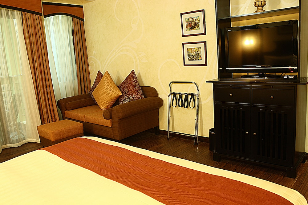 https://i.travelapi.com/hotels/5000000/4250000/4245800/4245701/62bdf7b7_z.jpg