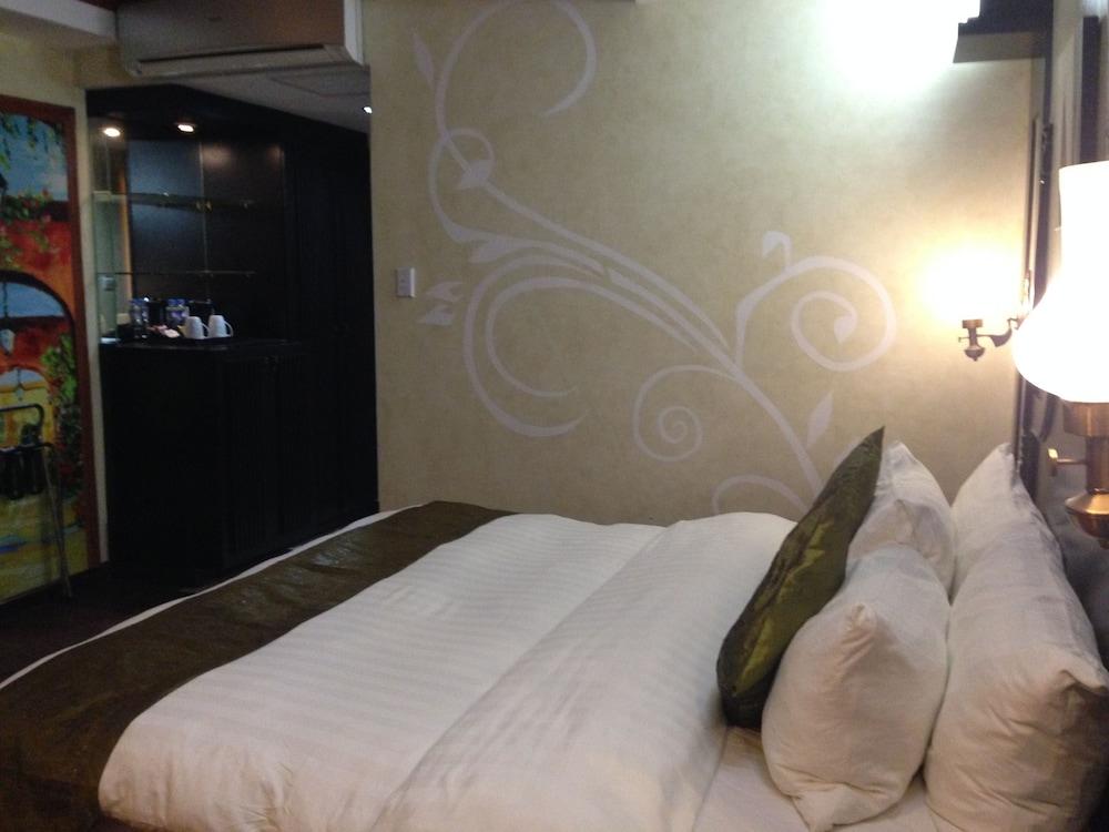 https://i.travelapi.com/hotels/5000000/4250000/4245800/4245701/7b559382_z.jpg