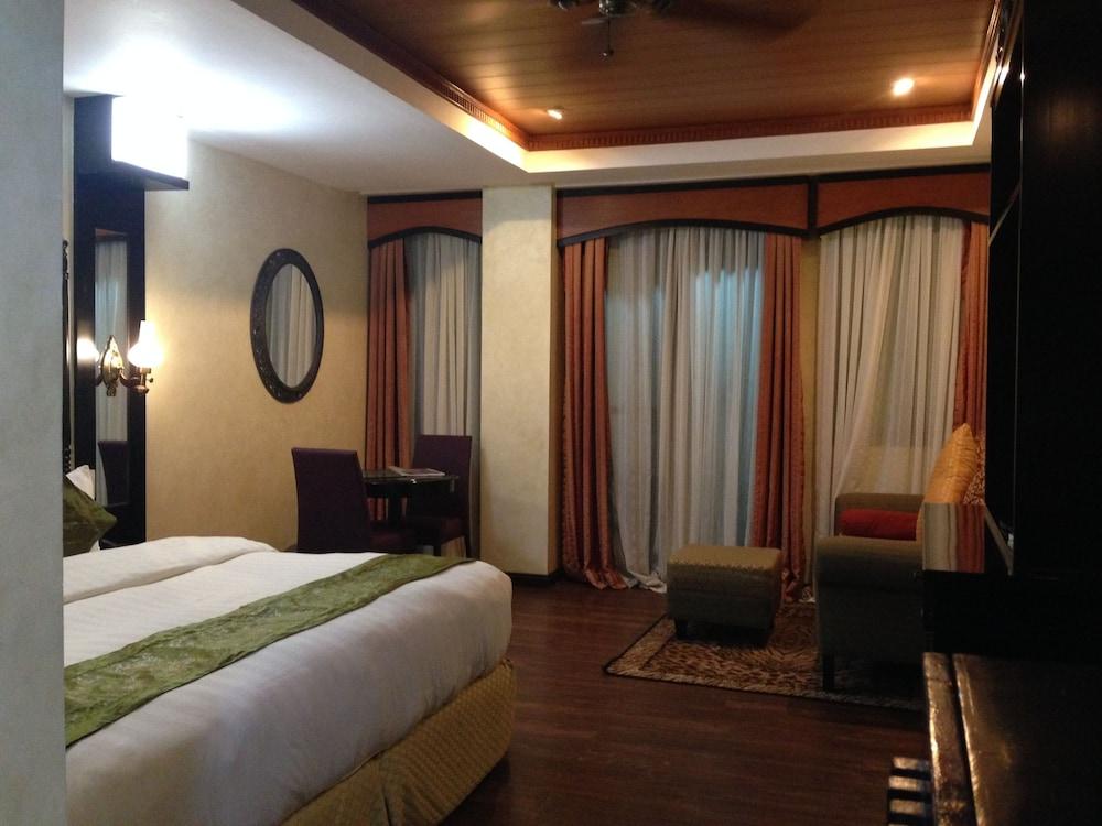 https://i.travelapi.com/hotels/5000000/4250000/4245800/4245701/94a7b39d_z.jpg