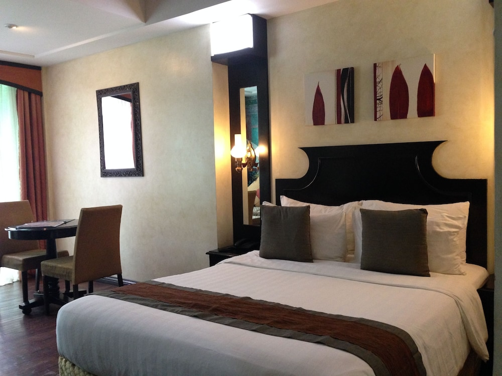 https://i.travelapi.com/hotels/5000000/4250000/4245800/4245701/952ed529_z.jpg