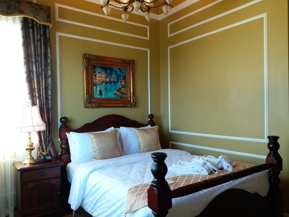 https://i.travelapi.com/hotels/5000000/4250000/4245800/4245701/c52dbc44_z.jpg