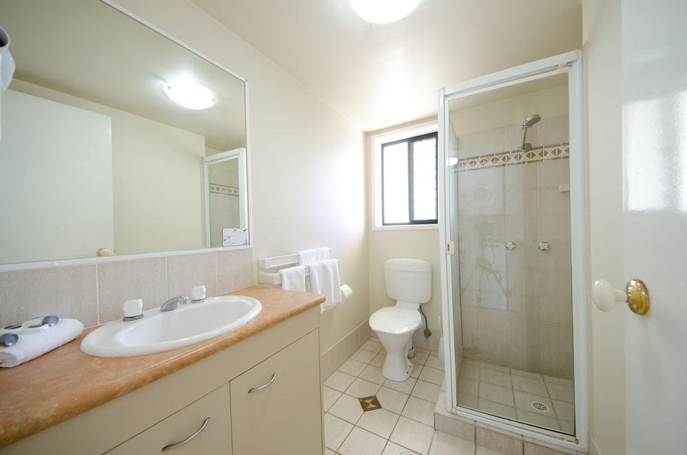 아일랜드 비치 리조트(Island Beach Resort) Hotel Image 51 - Bathroom Shower
