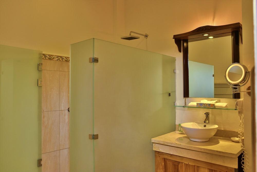 https://i.travelapi.com/hotels/5000000/4250000/4247500/4247464/98454868_z.jpg