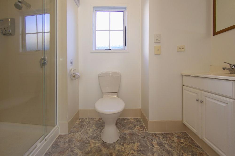 앨버트 넘버 6 모텔(Albert Number 6 Motel) Hotel Image 52 - Bathroom