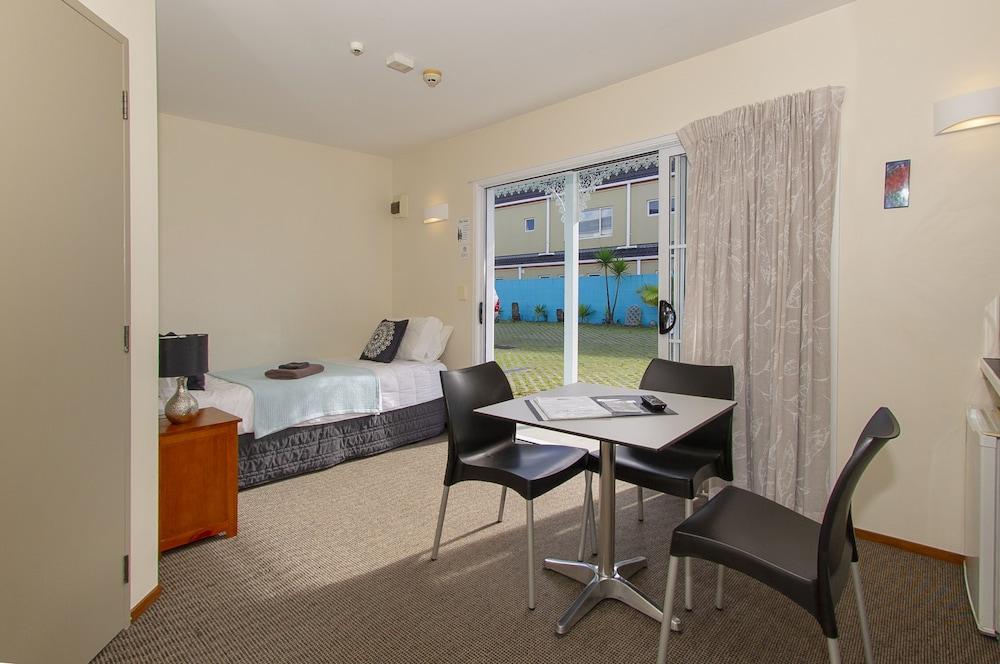 앨버트 넘버 6 모텔(Albert Number 6 Motel) Hotel Image 32 - Guestroom