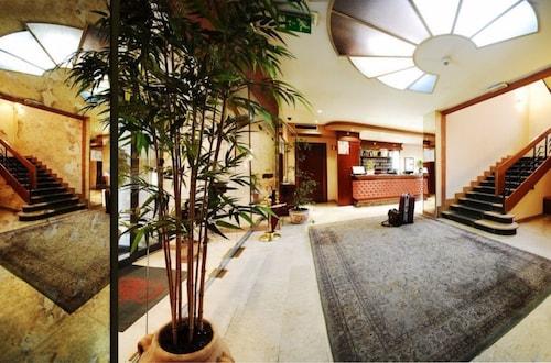 __{offers.Best_flights}__ Hotel Estense