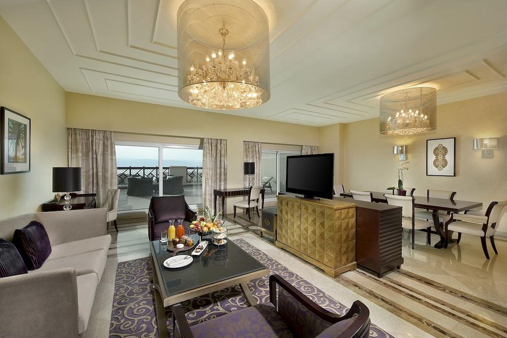 https://i.travelapi.com/hotels/5000000/4250000/4249300/4249282/3aacc0f6_z.jpg