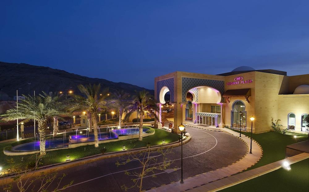 https://i.travelapi.com/hotels/5000000/4250000/4249300/4249282/4e0ae4af_z.jpg
