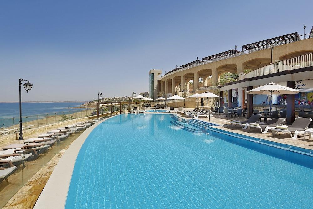 https://i.travelapi.com/hotels/5000000/4250000/4249300/4249282/e874477c_z.jpg