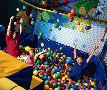 사우스포트 홀리데이 파크(Southport Holiday Park) Hotel Image 18 - Childrens Play Area - Indoor
