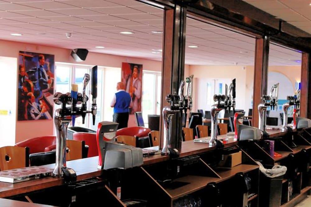 사우스포트 홀리데이 파크(Southport Holiday Park) Hotel Image 25 - Hotel Bar